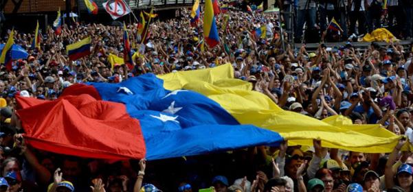 Las empresas españolas siguen con preocupación la crisis venezolana